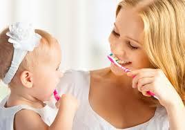 Quando e come lavare i denti ai bambini